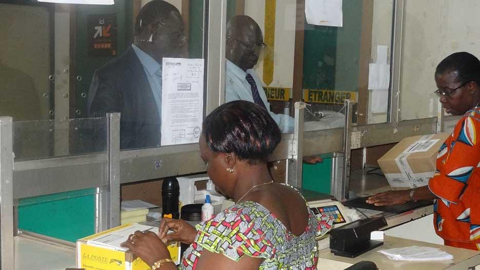 bureau de poste net decazeville bureaux de poste les maires voient rouge 07 12 2011 bureau de. Black Bedroom Furniture Sets. Home Design Ideas