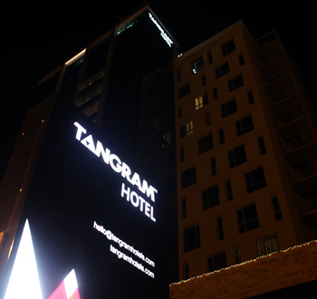 Tangram Hotel Erbil by night
