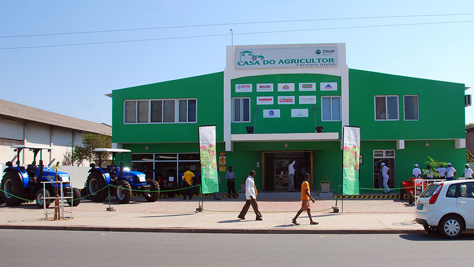 casa do agricultor providing technical assistance and agricultural products to farmers - Tecap Color